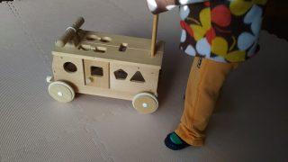 【おもちゃ】娘1歳の誕生日に、森のパズルバスをプレゼントした話