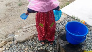 【子育てグッズ】そろそろコレの出番!?ちょっと水遊び、にも使えるマザウェイズの砂場遊び着☆