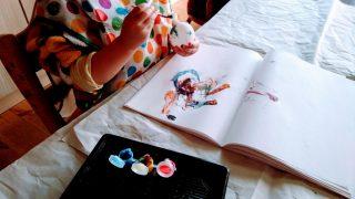 【おもちゃ・室内遊び】2歳が遊ぶ絵の具、絵筆。お絵かき帳などの平面より、立体に模様を付けたり色を塗るのがオススメ☆