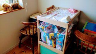 【育児グッズ】低月齢の赤ちゃんの頻繁なおむつ替えに!あると便利なIKEAのおむつ替え台「SNIGLAR(スニーグラル)」